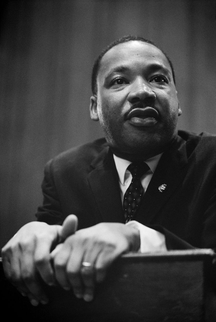 1024px-Martin_Luther_King_press_conference_01269u_edit